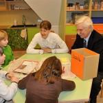 Gut Karlshöhe u. KiFoWe - Frau Freudenthal und Herr Baude mit SchülerInnen der 3a der GS Karlshöhe