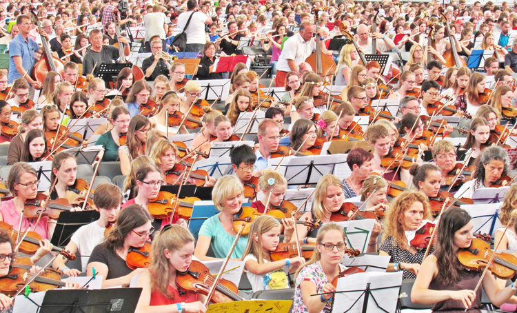 Schulorchester des JBG ist größtes Orchester der Welt