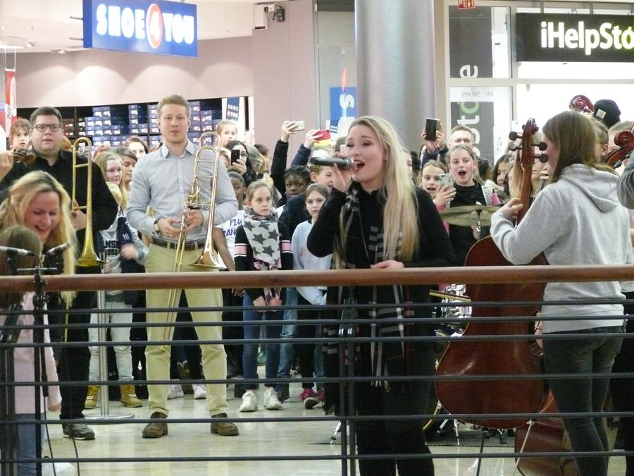 Großer JBG-Flashmob in der Marktplatz Galerie