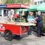 Mobile VHS macht Station auf dem Bramfelder Wochenmarkt
