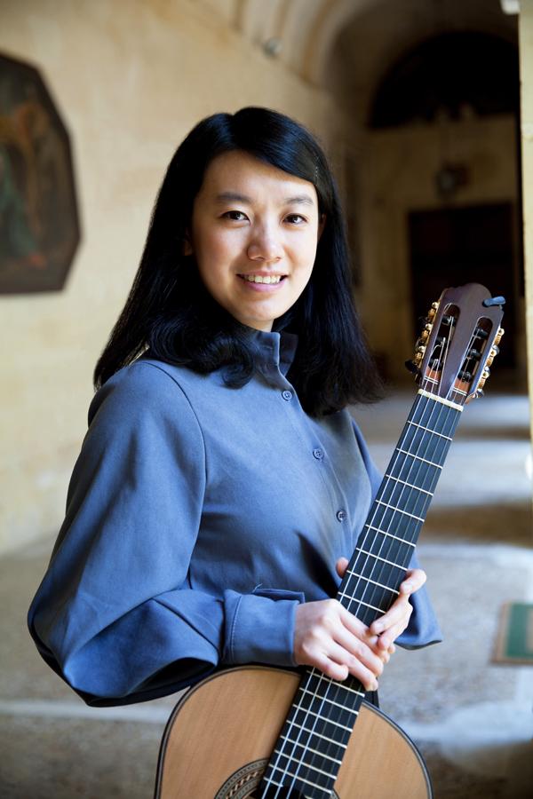 Gitarrenvirtuosin Liying Zhu konzertiert im Ev. Amalie Sieveking Krankenhaus